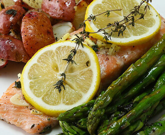 This One-Pan Salmon Dinner Is The Perfect Light Meal Before The Holidays