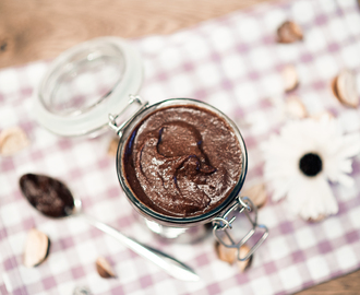 Homemade healthy Nutella