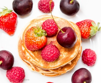 Vanilla Protein Pancakes with Fresh Berries