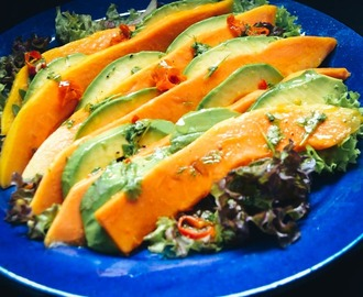 Low Carb Salat mit Avocado und Papaya