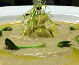 Christmas in July..........Starter: Cauliflower and Gorgonzola Soup