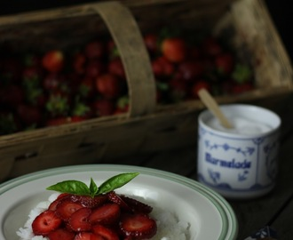 Kokosowy Ryż Jaśminowy z Truskawkami / Coconut Jasmine Rice with Strawberries (vegan)
