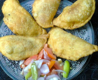 Easy To Make Snacks  -  Salty Gujia (Keema Stuffed).
