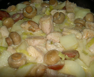 Creamy Chicken with Potatoes, Leeks and Mushrooms