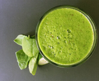 Grüner Smoothie mit Brennessel / Green smoothie with stinging nettle