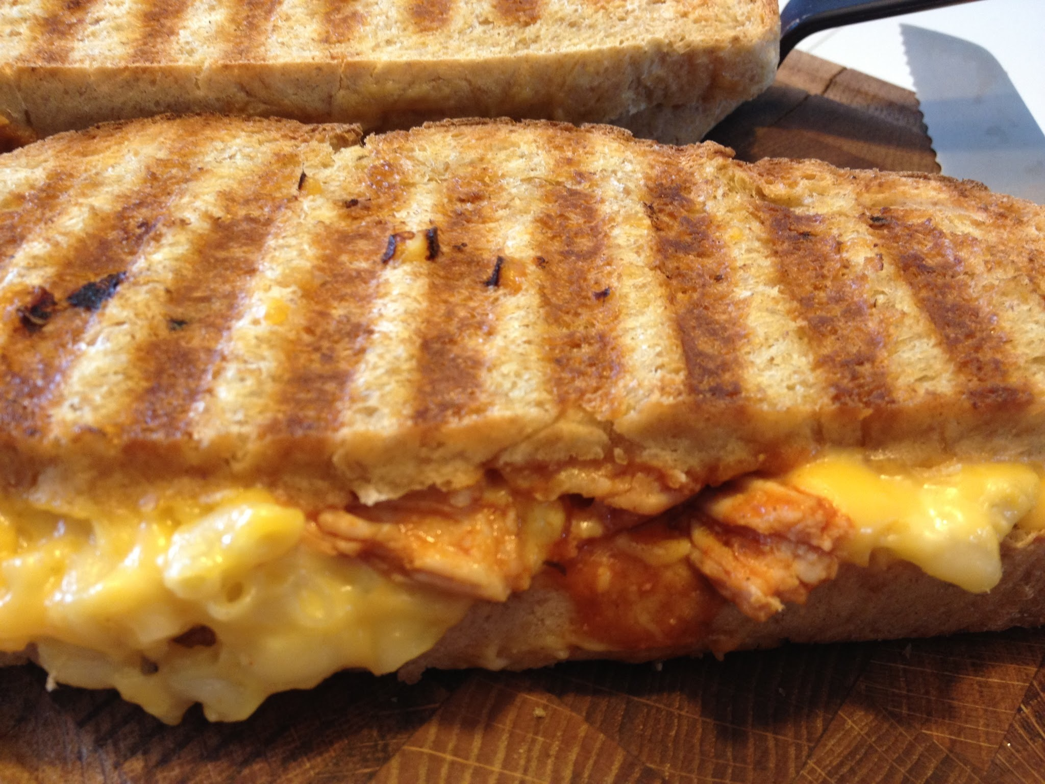 Grilled Mac & Cheese with BBQ Pulled Pork-panini