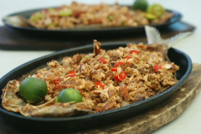 Filipino Recipes: Sizzling Bangus Sisig