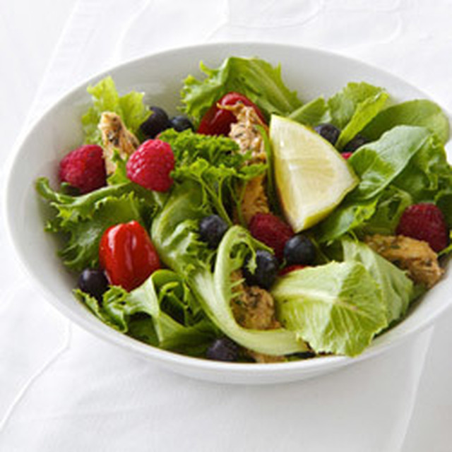 Healthy Chicken Berry Salad with Peppadews