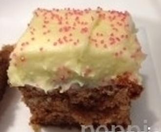 Saftig Morotskaka med citronkräm (Juicy Carrot cake with lemon cream)