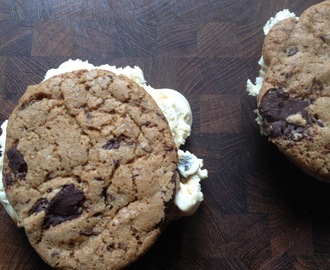 Ice Cream Sandwiches med lakridsis og chocolate chunk cookies