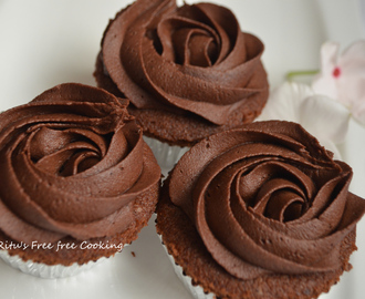 CHOCOLATE CUPCAKE WITH CHOCOLATE FROSTING