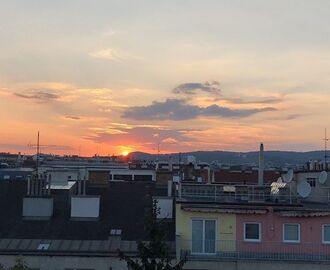 Urban Vienna sunset. #vienna #endlesssummer #warmevening