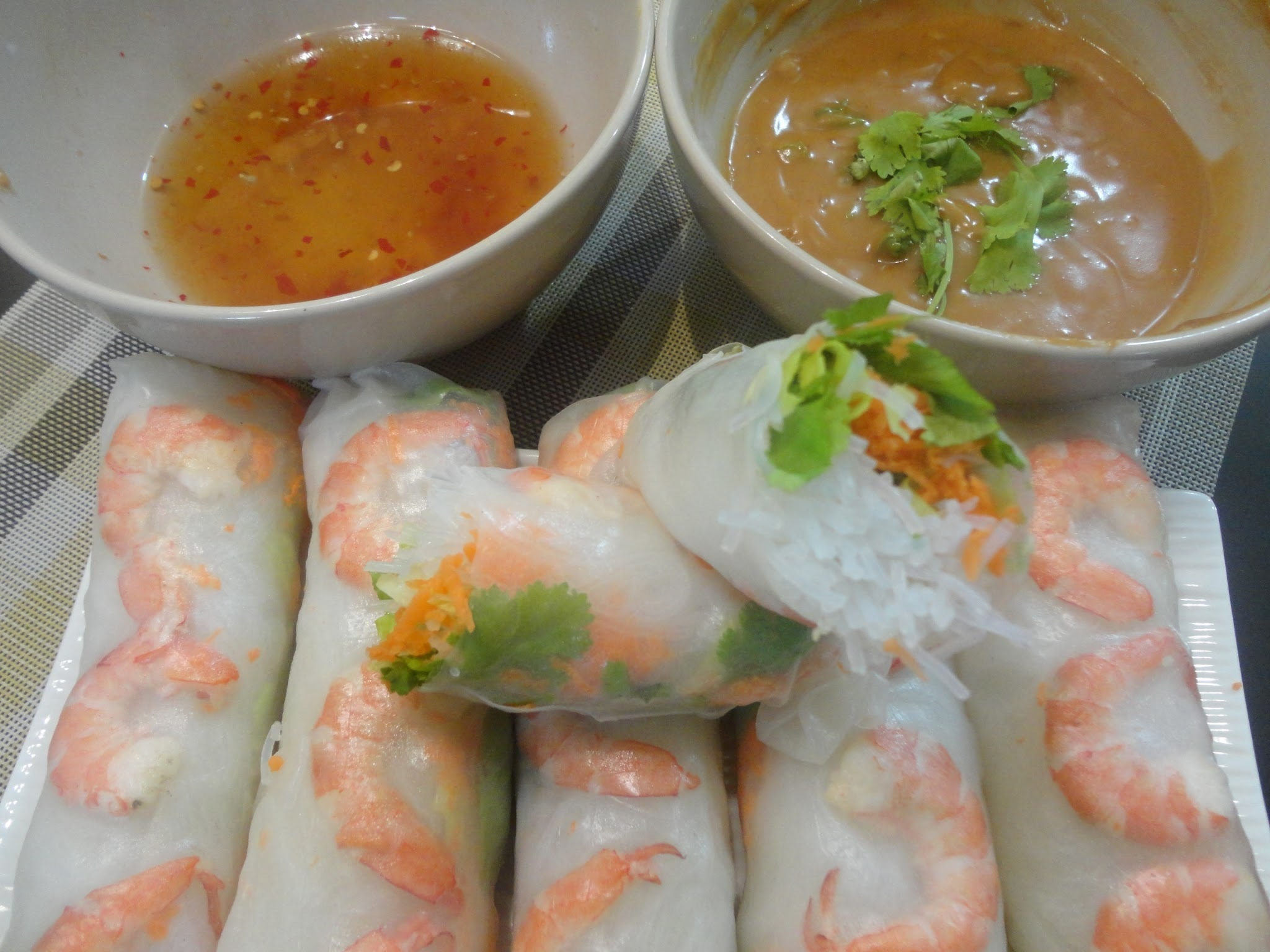 1st Vietnam dish post: GOI CUON (Fresh spring rolls) with 2 Special Sauce
