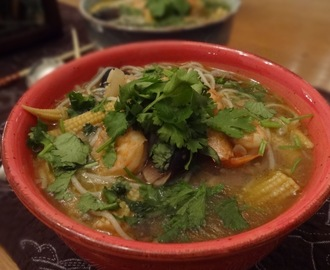 Rice noodles and shrimp soup