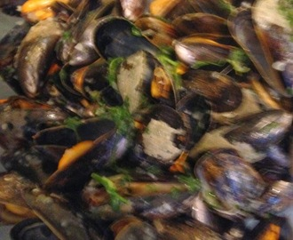 Moules marinières - Mussels in white wine