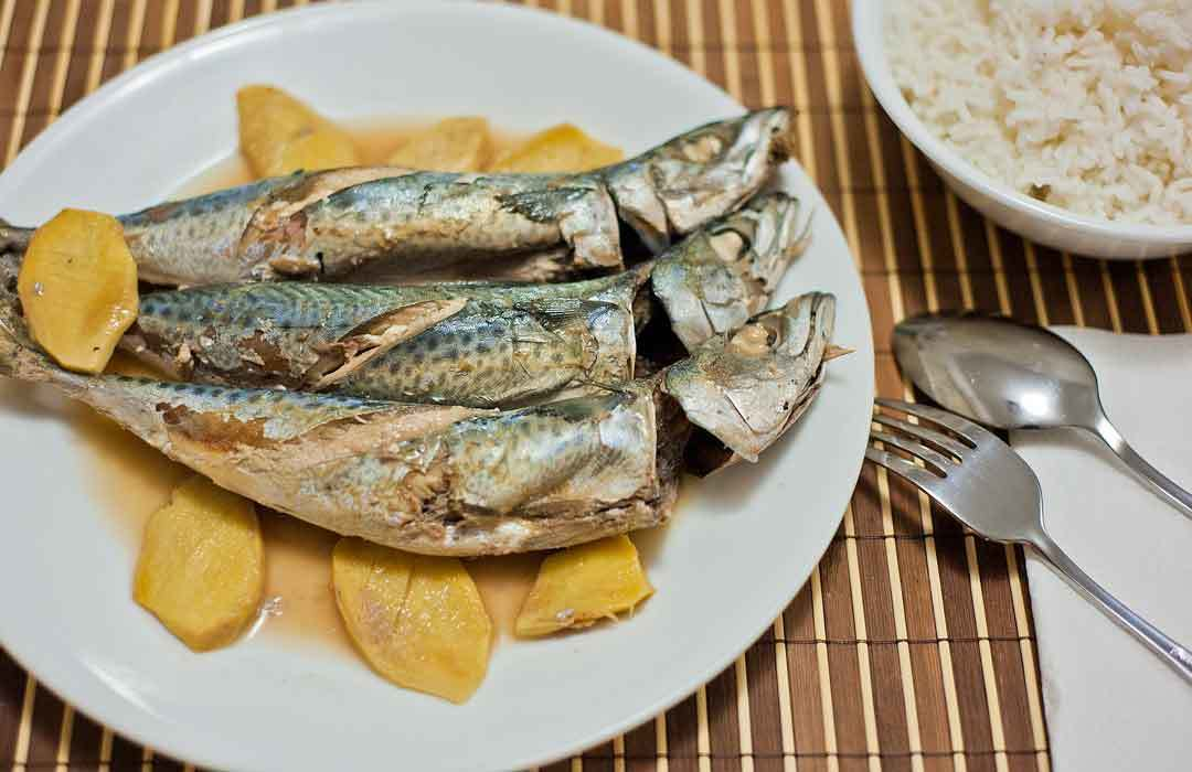 Paksiw na Isda (Fish Stewed in Vinegar)