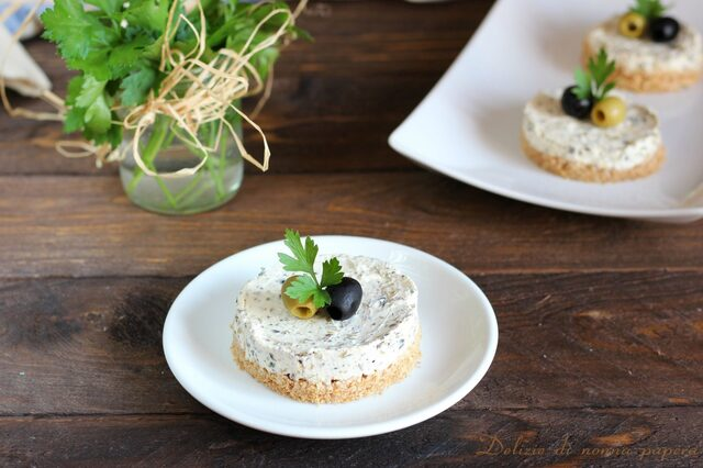 Mini cheesecake salate alle olive