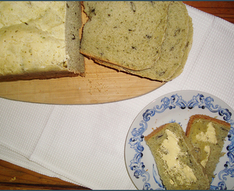 Basil pesto and pumpkin seed bread