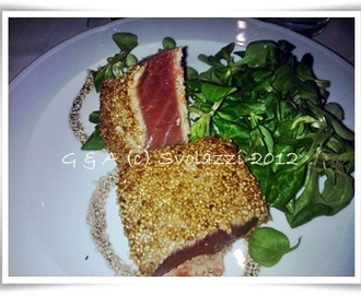 Tataki, ovvero tagliata di tonno scottato ai semi di sesamo - Fresh tuna fillets, cooked and sprinkled with sesame seeds.