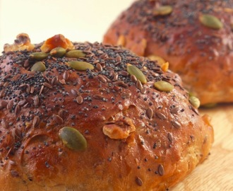 Mix Seeds & Nuts Sultana Bread Roll