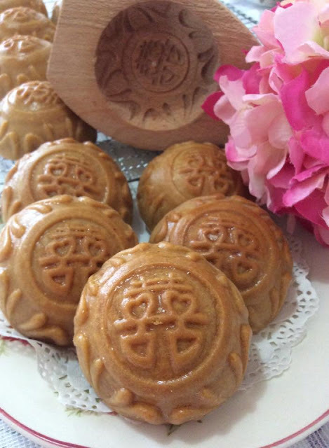 ~~ Double Happiness MoonCake 双喜椰丝月饼 ~~