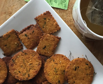 Spicy Besan +Fenugreek Crackers for #Breadbakers