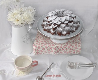 Chocolate Bundt Cake with strawberry and rhubarb jam / Bundt Cake de Chocolate, com doce de morango e ruibarbo.