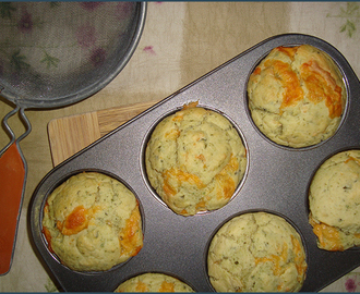 Cheddar and basil pesto muffins