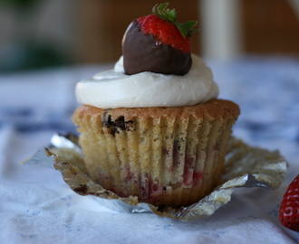 Strawberry and Chocolate Cupcakes w/ Cream Cheese Frosting