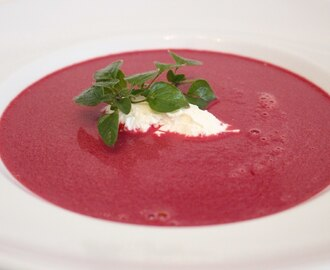 Rote Bete Suppe mit Mascarpone