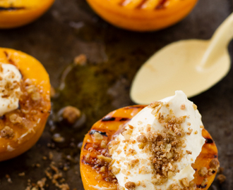 Grilled Peaches & Oat Crumble