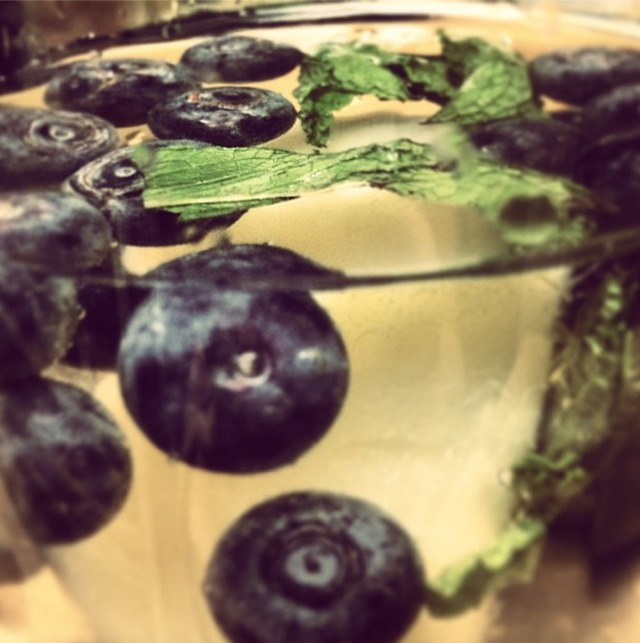 Blueberry, Pear, Mint and Elderflower Smoothie