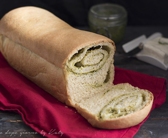 Pizza bread al pesto