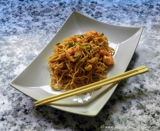 Thai Nudeln mit Garnelen/ Thai noodles with prawns