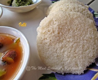 Idli/ Steamed Rice Cakes