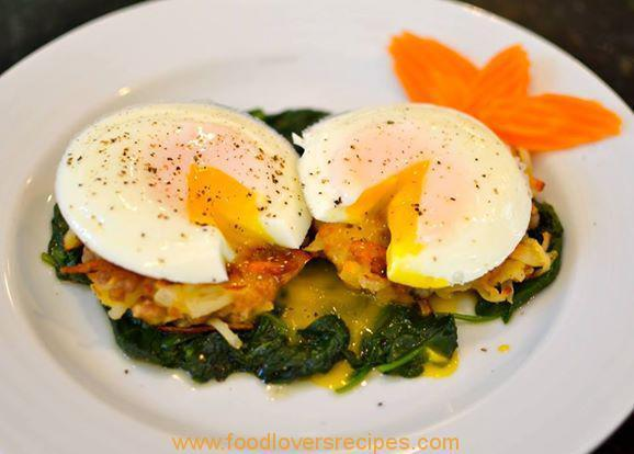 POACHED EGGS WITH SAUSAGE HASH BROWNS AND SPINACH