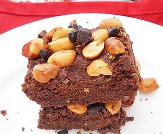 Chocolate Cookie Bars Topped With Salted Peanuts And Chocolate Chips....step by step.