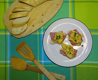 Scrambled eggs with chives and bacon open sandwiches
