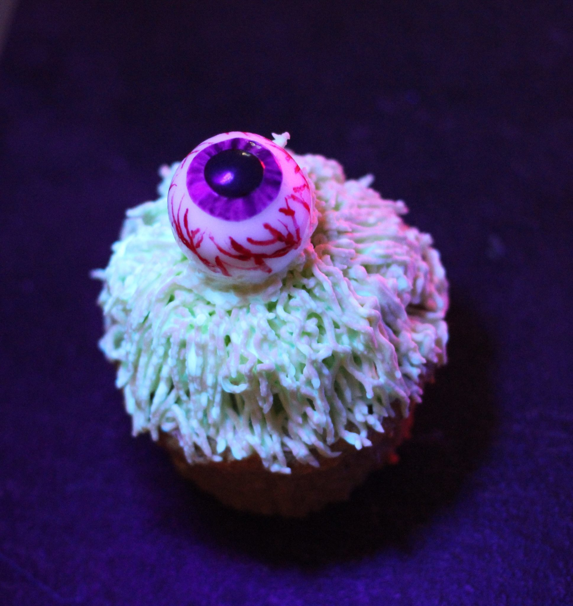 Leuchtende Halloween Monster Cupcakes (Black Halloween Event 2015)