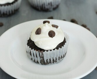 Low Carb Chocolate Cupcakes with Cream Cheese Frosting
