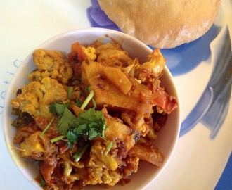 Dhaba Style Aloo Gobi ( Potato Cauliflower Curry )