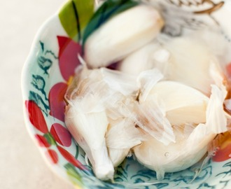 How to Easily Peel Garlic!