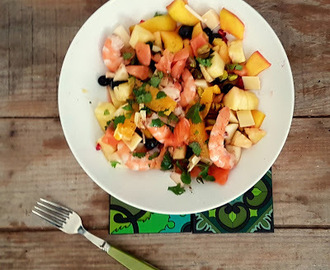 Salade fruitée aux crevettes et saumon fumé ( Fruit salad with shrimp and smoked salmon)