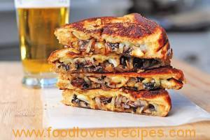 GRILLED CHEESE MUSHROOM AND ONION BRAAI BREAD