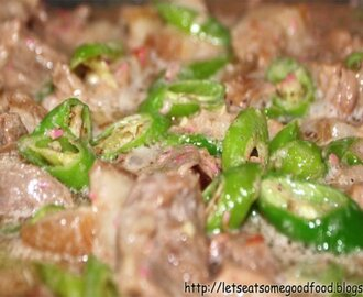 Bicol Express Recipe (Sauted Pork with Chili Peppers and Coconut Milk)