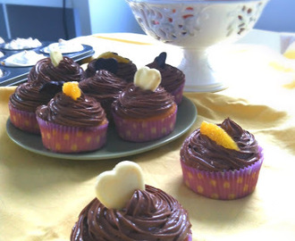 CUPCAKES S TAMNOM ČOKOLADOM I NARANČOM / CUPCAKES WITH DARK CHOCOLATE AND ORANGE TOPPING