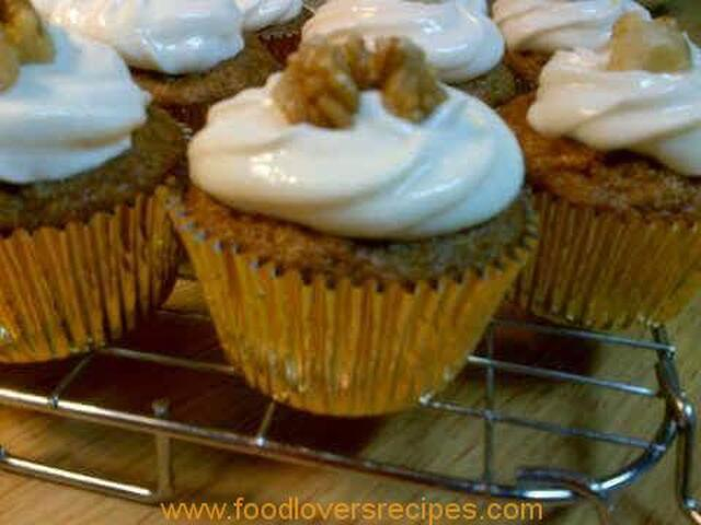 MOIST CARROT CUPCAKES WITH CREAM CHEESE