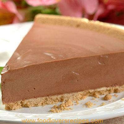 SKINNY NO-BAKE CHOCOLATE NESQUIK CHEESECAKE