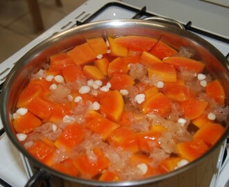Papaya and Snow Fungus Sweet Soup (Dessert)