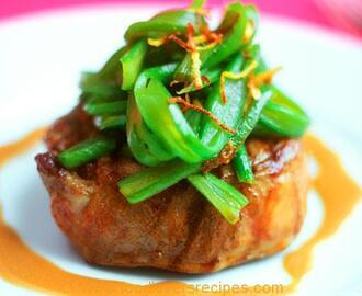 BEEF FILLET IN BACON AND SCALLIONS